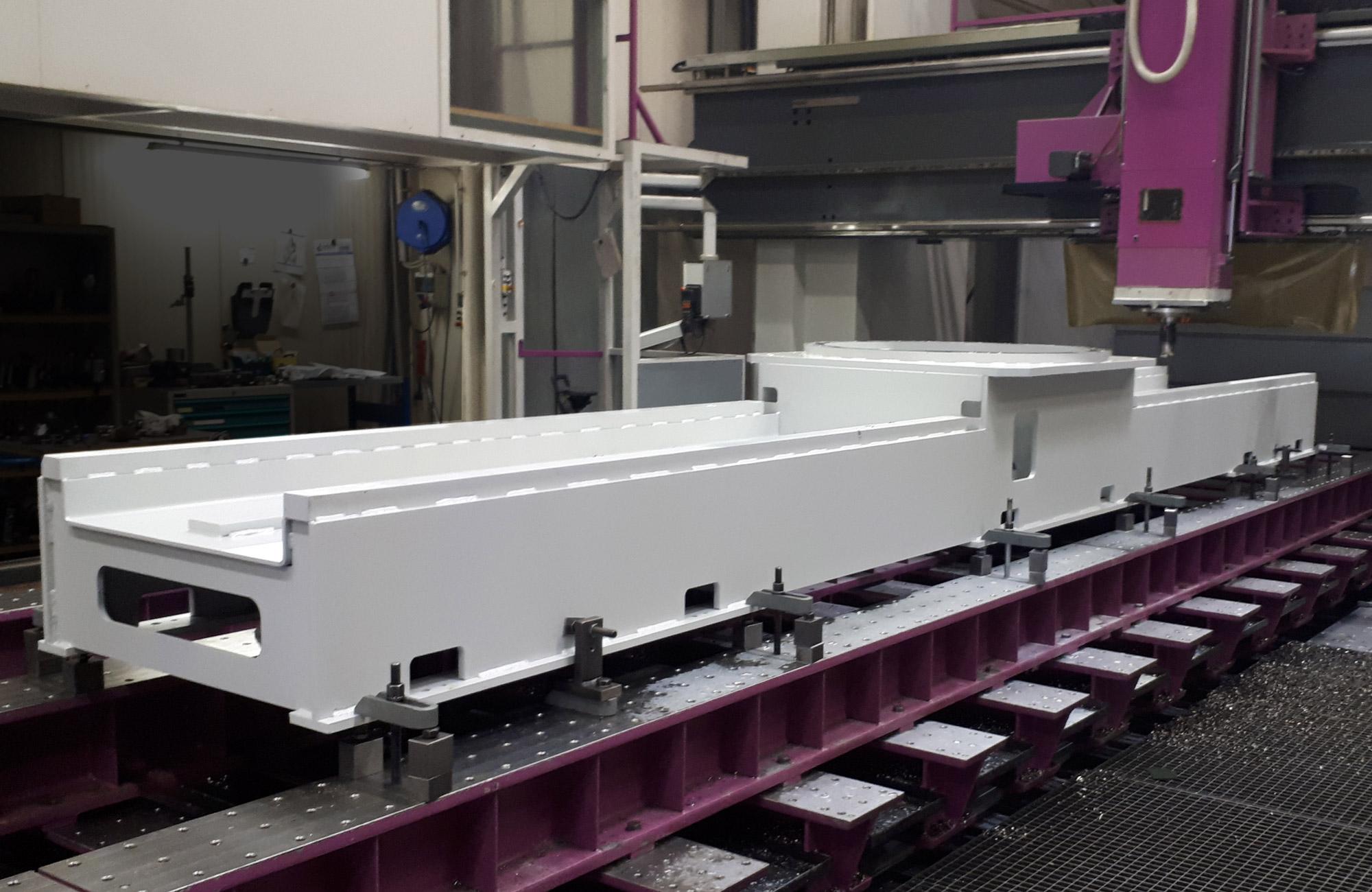 Bearbeitungsmaschine für GFK-Bauteile